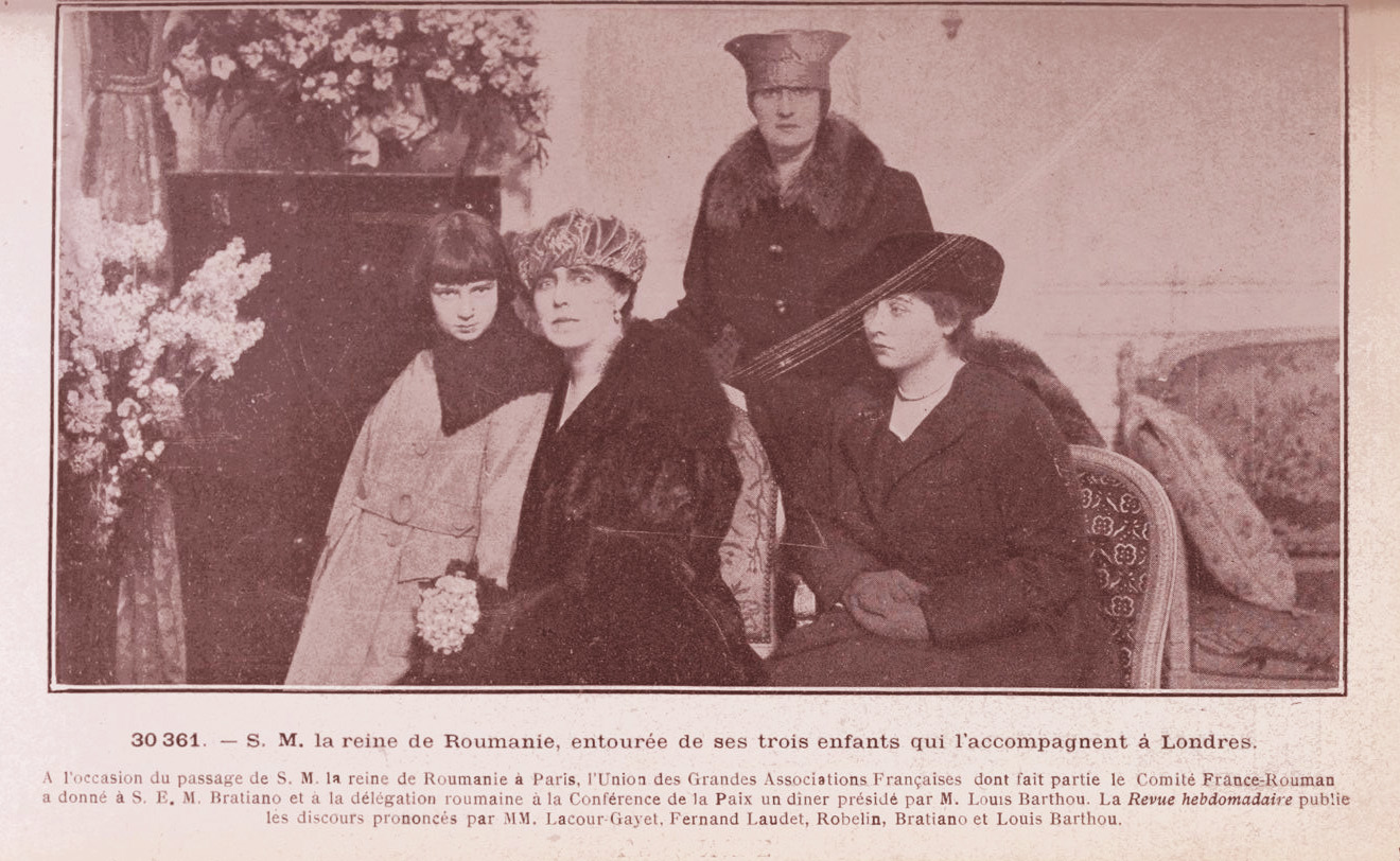 Regina Maria și fetele sale în drum spre Londra